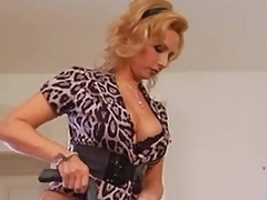 Mature housewife needs a worthy fuck