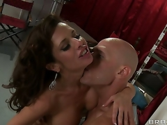 This hawt clip goes back to 1950 and Veronica Avluv is a hawt pinup model sought by every photographer. Youthful Johnny Sins captures her on film and captures her heart...