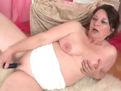Curvy aged fucks her shaved pussy with a toy