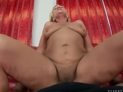 Shaggy mature cunt rides shlong in POV porn