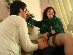 Crummy mature hottie diddling her pussy itching for youthful throbbing dong