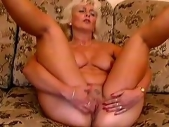 Older pretty good Amanda moans with admiration in the long run b for a long time toying her pussy