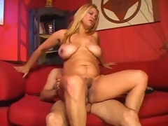 Curvy older babe is all about the fucking