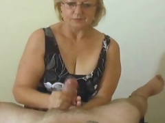 Older with skills gives POV handjob